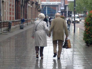 old-people-holding-hands